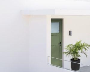 Porte de Service - Gamme ALU - RAL 6021 - Partie vitrée 1/4 - Satinovo